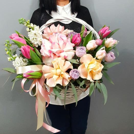 Корзина  цветов  12