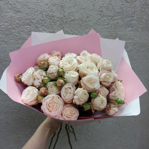 Шикарные пионовидные розы в букете