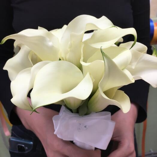 Букет свадебный каллы с бутоньеркой в подарок