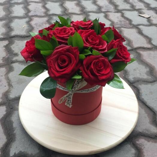 Красные розы в коробке ❣