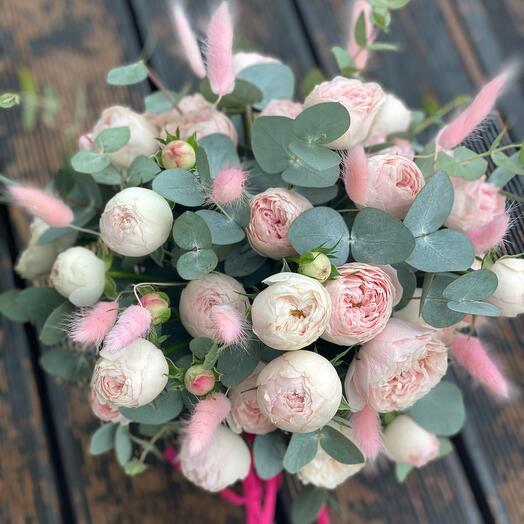 Розовое облако из роз в коробке