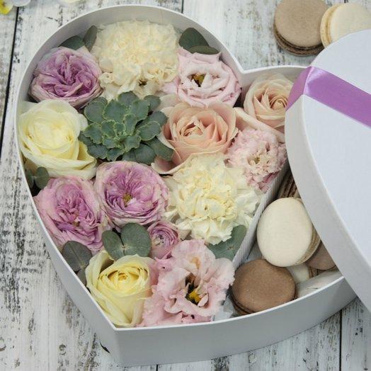 Цветы и макаруны 030арт0104: букеты цветов на заказ Flowwow