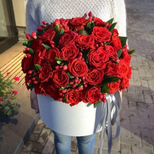 Коробка красные розы