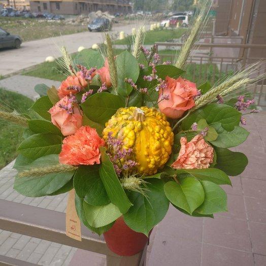 Корзиночка с тыквой и колосьями: букеты цветов на заказ Flowwow