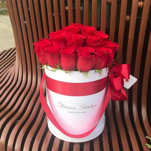 25 Красных роз в белой коробке: букеты цветов на заказ Flowwow
