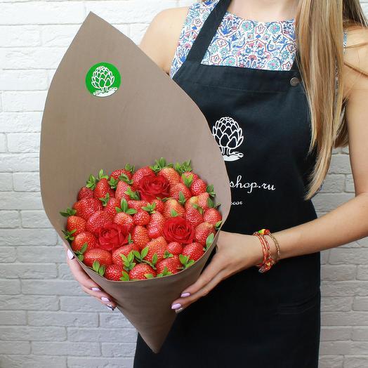 Ягодно - цветочный конус: букеты цветов на заказ Flowwow