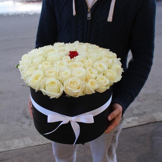 51 Белая роза в коробке: букеты цветов на заказ Flowwow