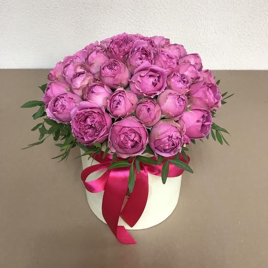 Коробочка с кустовыми пионовидными розами: букеты цветов на заказ Flowwow