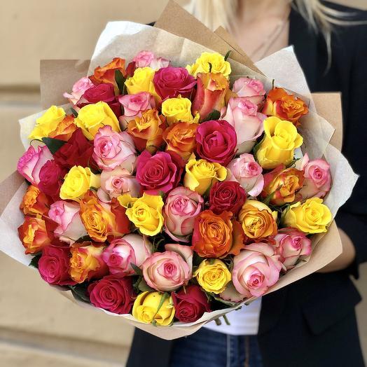 51 роза в крафте: букеты цветов на заказ Flowwow