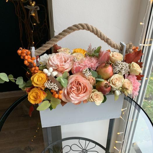 Осенний ящик с гранатам: букеты цветов на заказ Flowwow