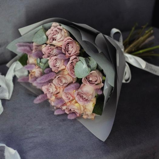 Букет с лавандовыми розами Мемори Лейн: букеты цветов на заказ Flowwow