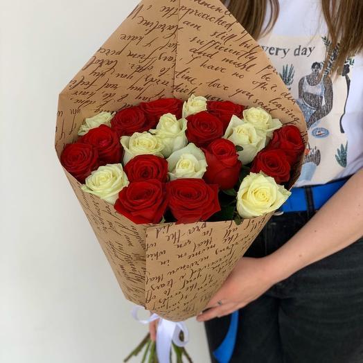 19 красно-белых роз (60см)