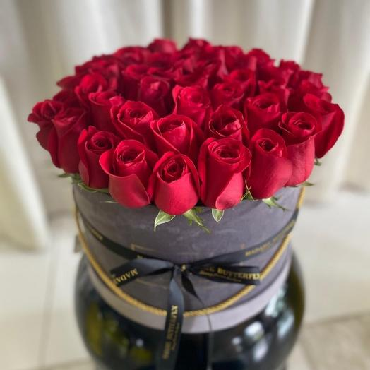 Люкс Вельвет серый. 65 красных роз