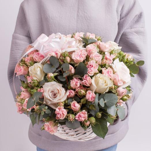 """Корзиночка с розами """"Клубничное безе"""""""