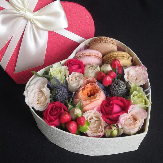 Пионовидная роза, цветы и сладости