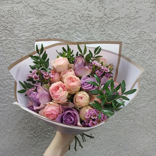 Нежный с пионовидными розами и розами