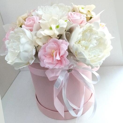Букет из мыльных цветов в коробке