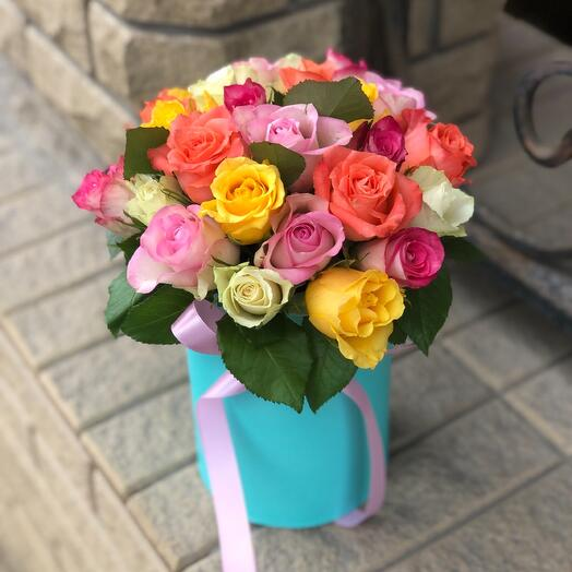 Букет из 25 роз микс в шляпной коробке