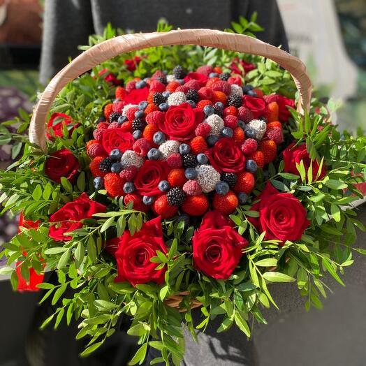 Корзина с цветами презент