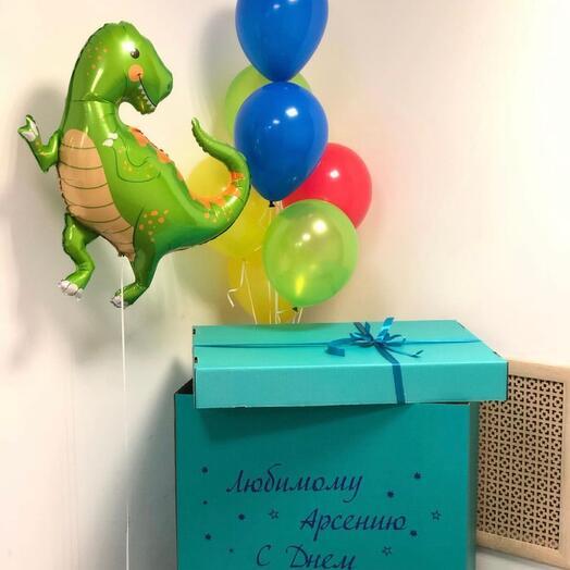 Коробка, 7 шаров и динозавр