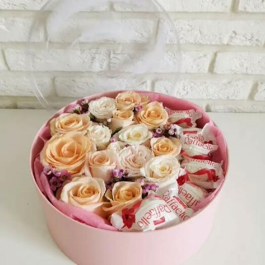 Цветы в коробке с конфетами Рафаело