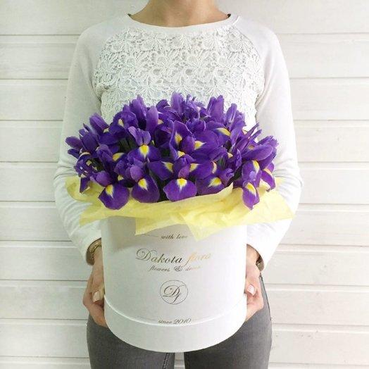 Ирисы в коробочке: букеты цветов на заказ Flowwow