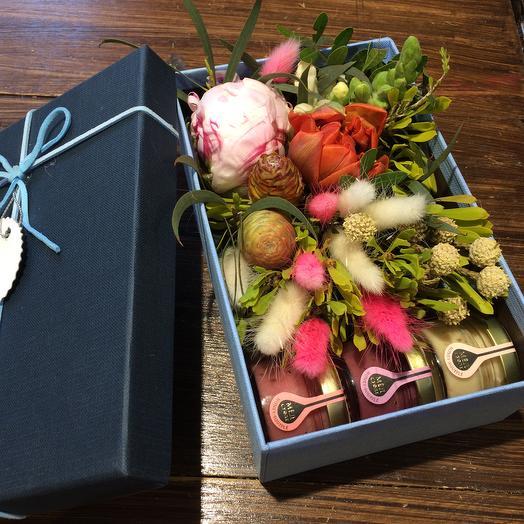 Коробочка с цветами и мёдом: букеты цветов на заказ Flowwow
