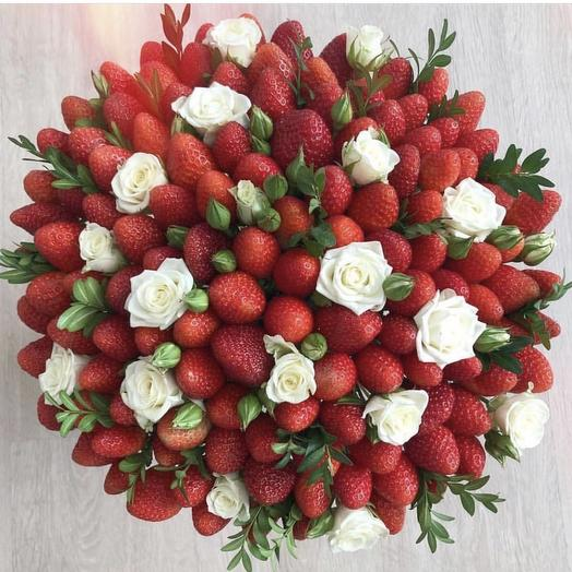 Клубничный букетик «Василя»: букеты цветов на заказ Flowwow