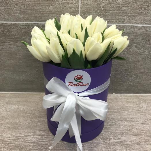 25 белых Тюльпанов в шляпной коробочке: букеты цветов на заказ Flowwow