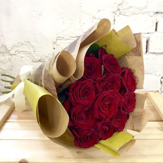 Красная роза в крафте: букеты цветов на заказ Flowwow