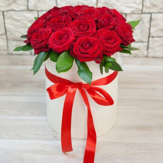 Коробка из 29 красных роз: букеты цветов на заказ Flowwow