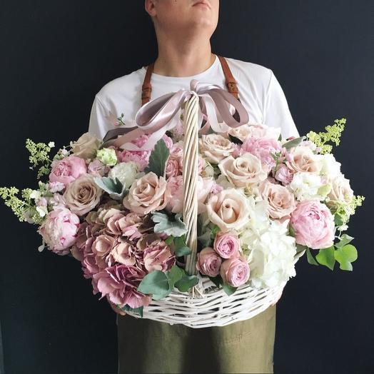 Корзина, в пудрово- розовый тонах: букеты цветов на заказ Flowwow