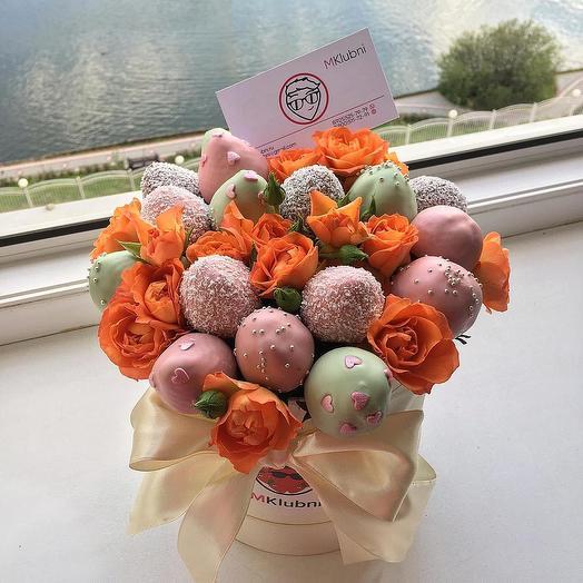 Букет в шляпной коробке M 4: букеты цветов на заказ Flowwow