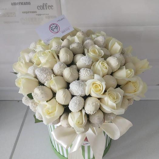 Букет в шляпной коробке XXL 2: букеты цветов на заказ Flowwow