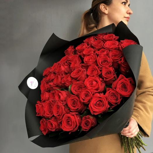 Классический моно букет из 51 розы Red Naomi: букеты цветов на заказ Flowwow