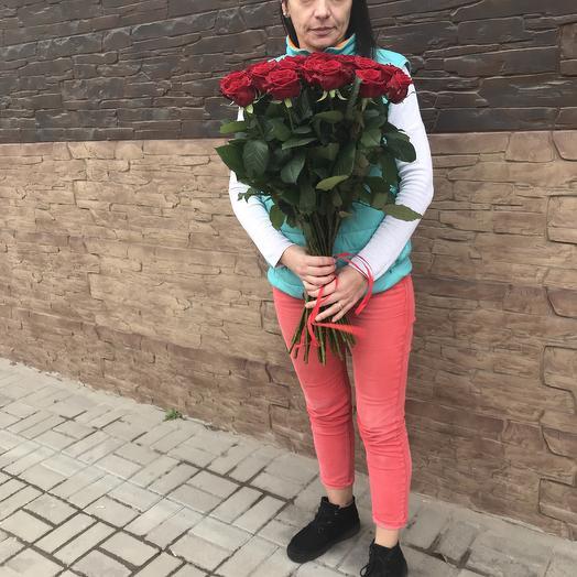 Роза Наоми красная: букеты цветов на заказ Flowwow