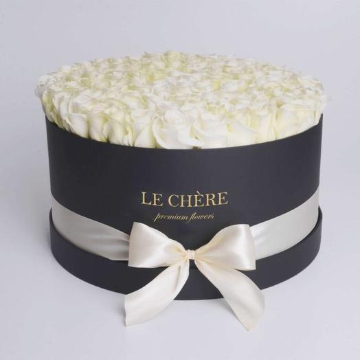 51 белая роза в круглой коробке: букеты цветов на заказ Flowwow