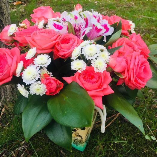 Букет в подарочной коробке: букеты цветов на заказ Flowwow