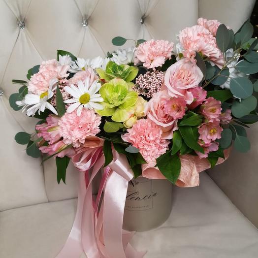 Цветы в фирменной шляпной коробке