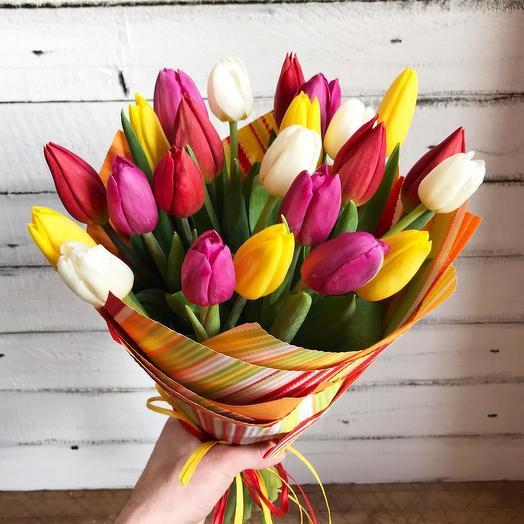 25 разноцветных тюльпанов в упаковке
