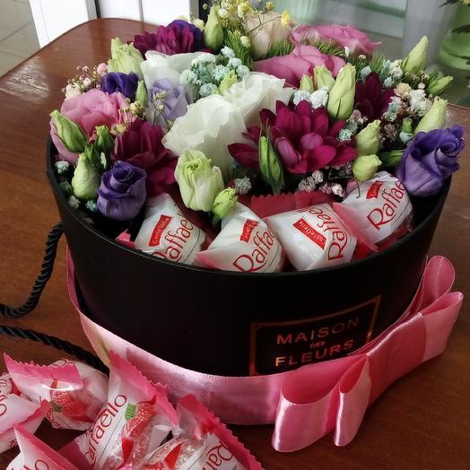 Цветочная композиция с конфетами