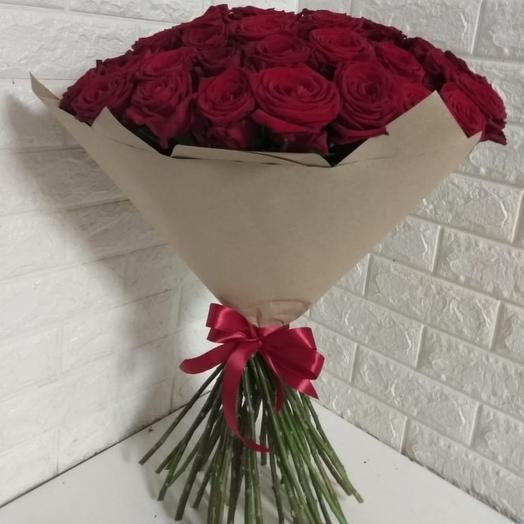 Букет из 51 красной розы в крафте