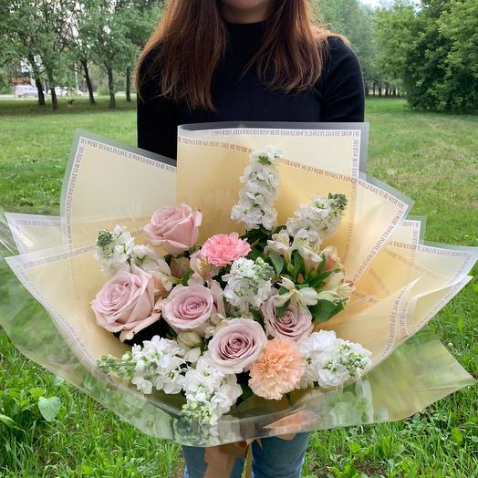 Delicate bouquet with Matiolli