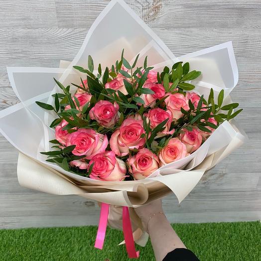 Букет из 19 роз Джумилия и зелени