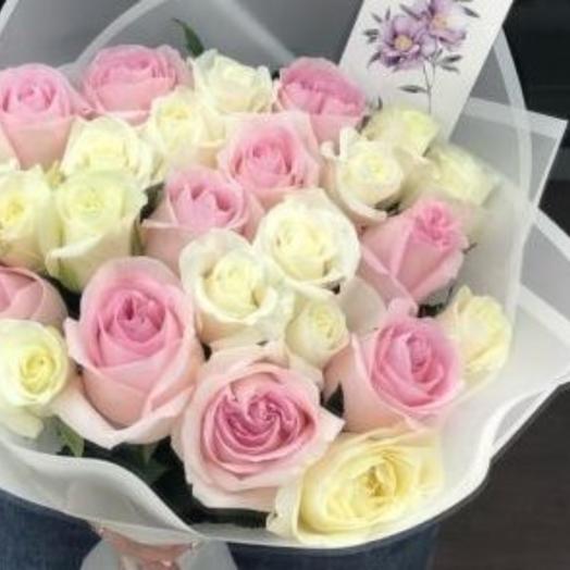 Букет микса из 35 белых и розовых эквадорских роз