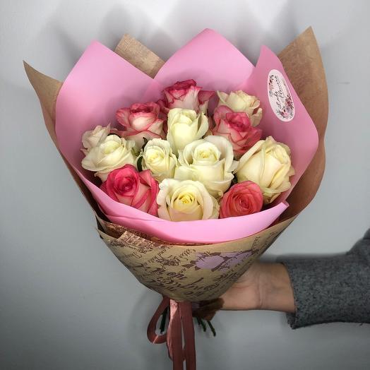Lady Flowers - 15 роз микс в оформлении