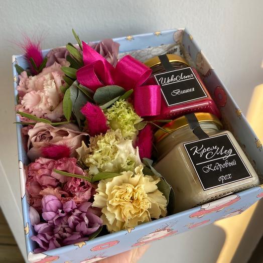 Цветы в коробке с мёдом
