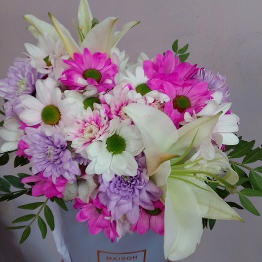 Лилия и хризантема в коробке