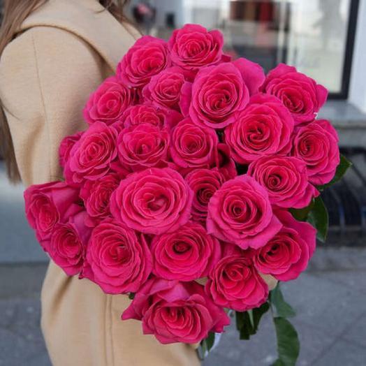 15 ярко-малиновых роз
