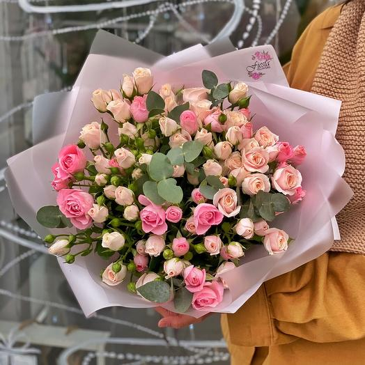 Bouquet of 21 spray roses MiX 50 cm with eucalyptus